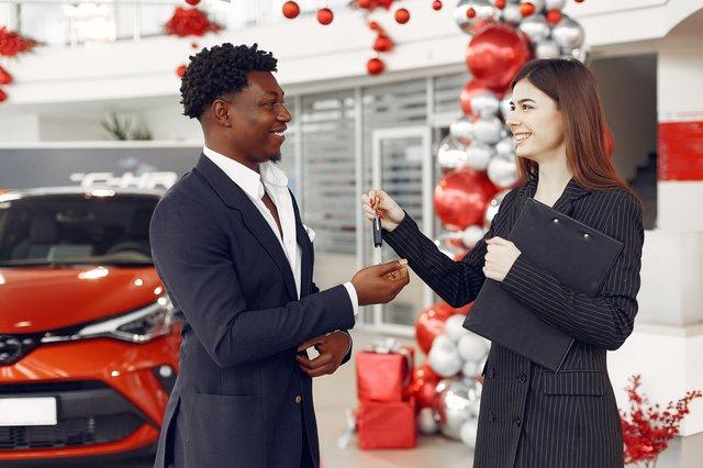 Car dealer selling lhd car